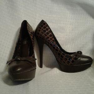 WO Charles David Brown Leather Croc Pumps - 7.5